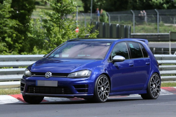 Volkswagen Golf R420 2016 spy photos (2)