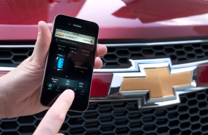 OnStar technology will be coming soon to a Chevrolet mobile application, allowing drivers to view an up-to-date diagnostics report, remotely control key vehicle functions and connect to an OnStar advisor from their smartphones. X10CO_ON014 (07/22/2010)