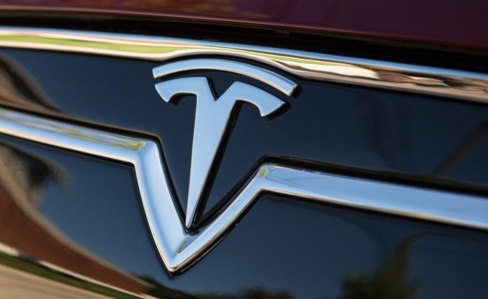2013-tesla-model-s-badge-photo-517012-s-1280x782
