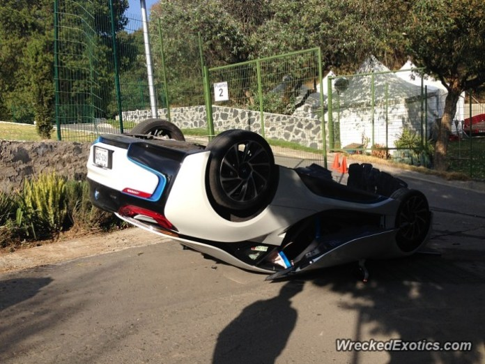 BMW-i8-Crash-3