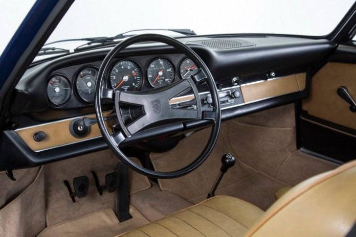 Dashboard for classic Porsche 911 (2)