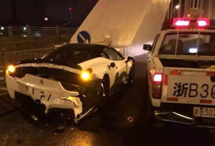 Ferrari 458 crashes with Nissan Police Car in China (1)