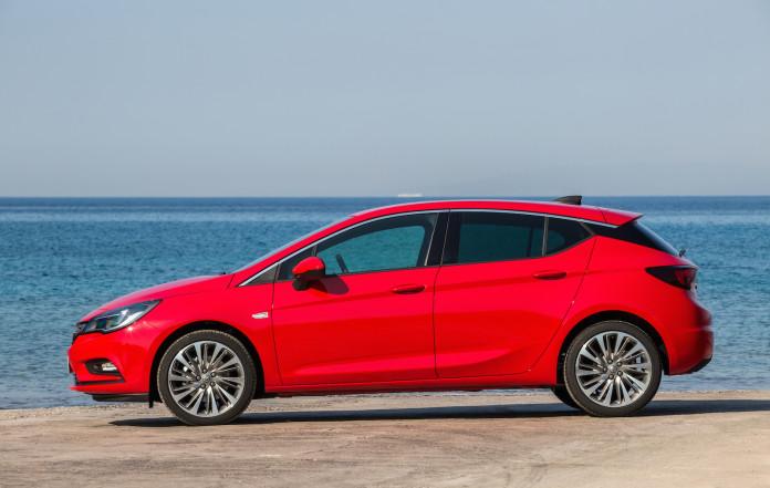 2015_Opel_Astra_11