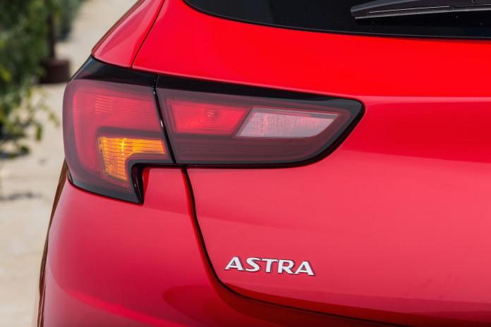 2015_Opel_Astra_45