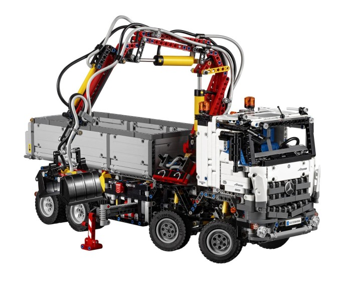 LEGO Technic Mercedes-Benz Arocs 3245 (2)