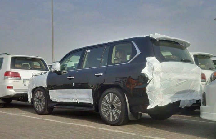 Lexus LX570 facelift spy photo 1