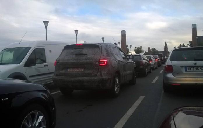 2017-renault-koleos-spied-driving-on-the-streets-of-frankfurt_2
