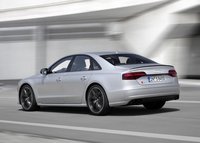 Audi-S8-Plus-2015-13