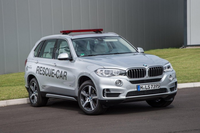 BMW X5 xDrive40e rescue vehicle for Formula e (2)