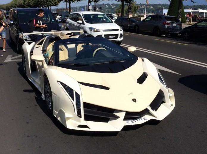 Lamborghini Veneno Roadster (1)