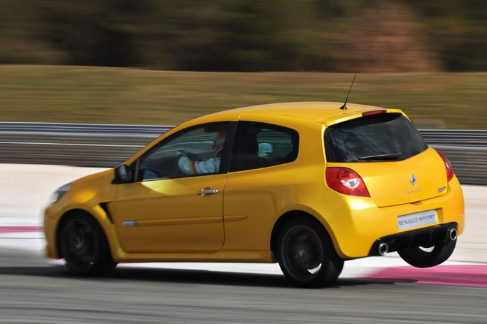 Renault_Clio_III_RS_2009_006