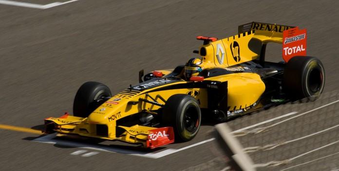 1280px-Kubica_Bahrain_Grand_Prix_2010