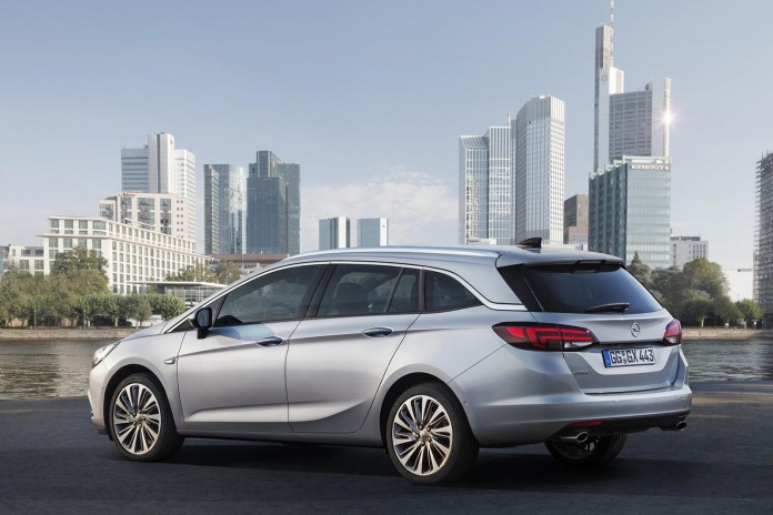 2016_Opel_Astra_Sports_Tourer_02
