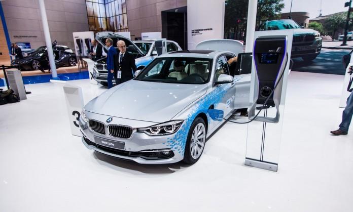 BMW-330e-4913