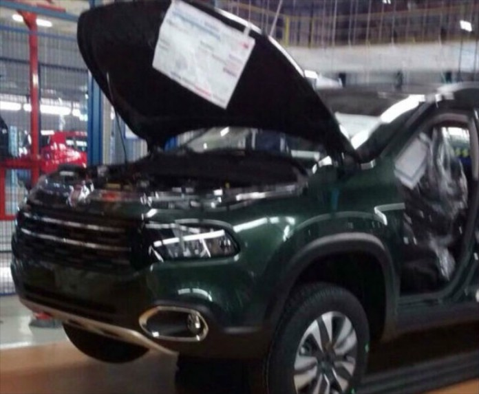 new-fiat-toro-4-door-pickup-looks-like-the-jeep-cherokee_1