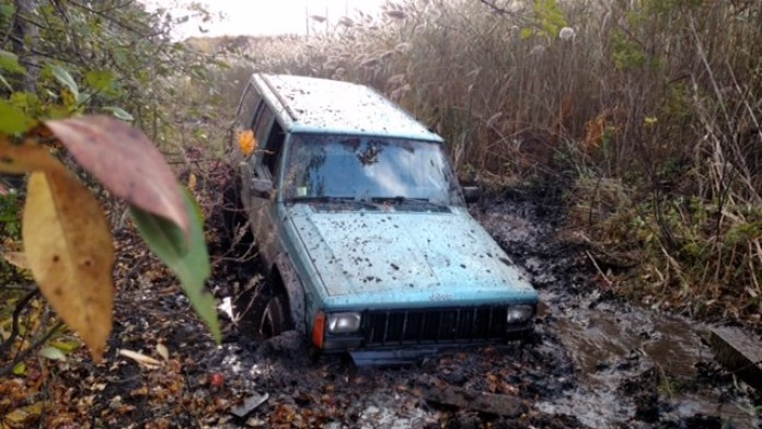 guy-gets-his-jeep-stuck-in-the-mud-towing-company-asks-for-48000-after-they-get-it-out-101456_1