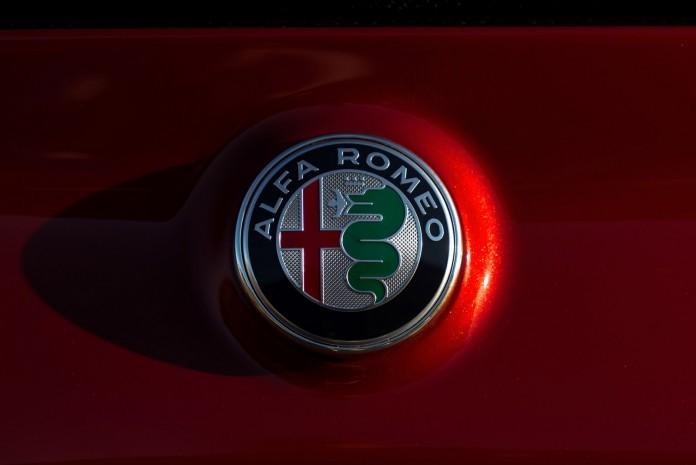 2017-alfa-romeo-giulia-030-1 alfa romeo logo (4)