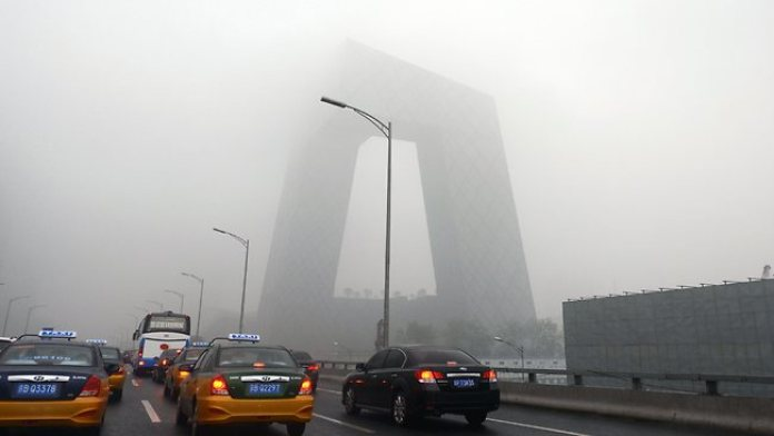 041632-china-weather-fog
