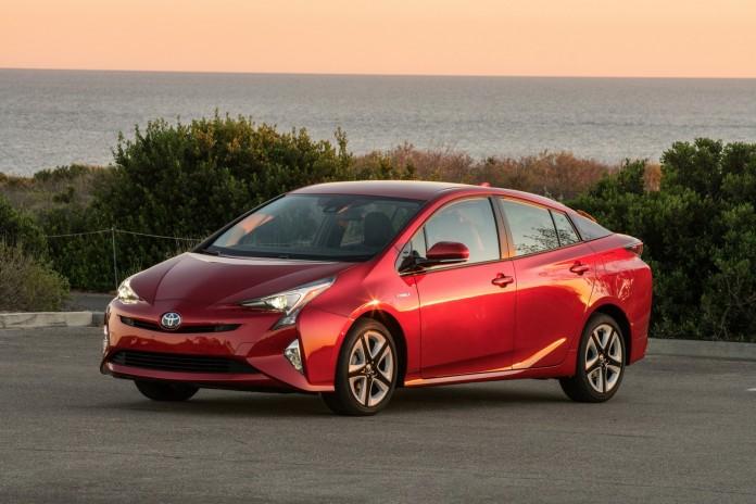 2016_Toyota_Prius_Four_Touring_02_54CECFE89DE5799B719C2EAF21ECC6C6629C98A8