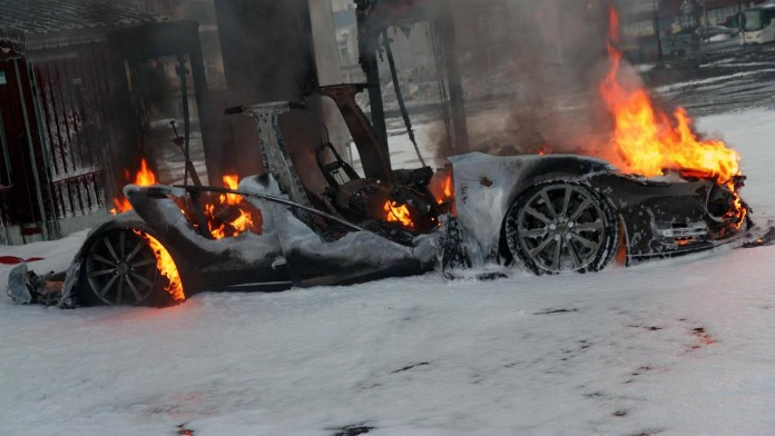 Tesla_Model_S_on_fire_in_Norway_01