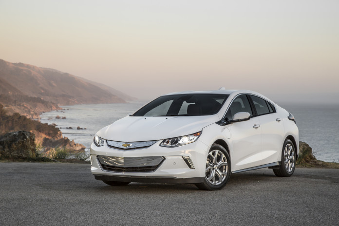 2016-Chevrolet-Volt-front-three-quarter-02