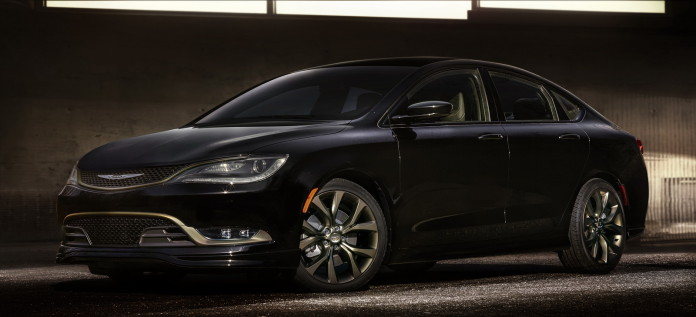 2016-Chrysler200S%26300S-02