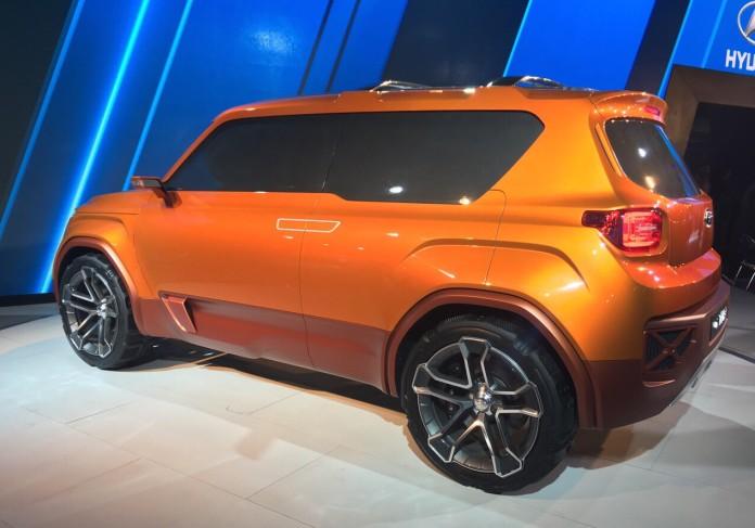 Hyundai-Carleno-rear-three-quarters-at-the-Auto-Expo-2016