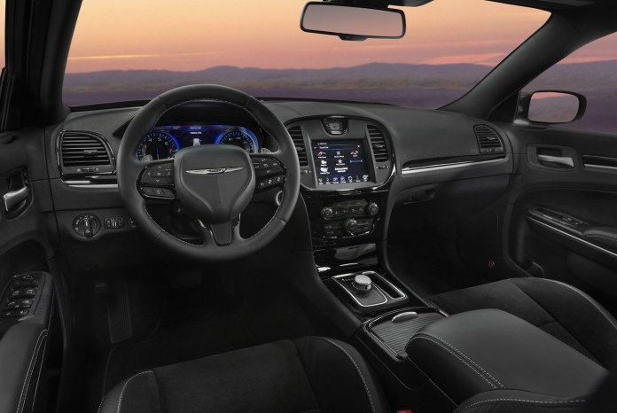 2017_Chrysler_300S_03