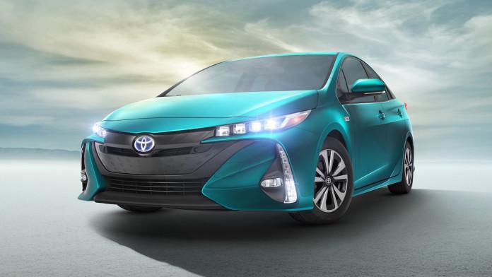 2017_Toyota_Prius_Prime_12