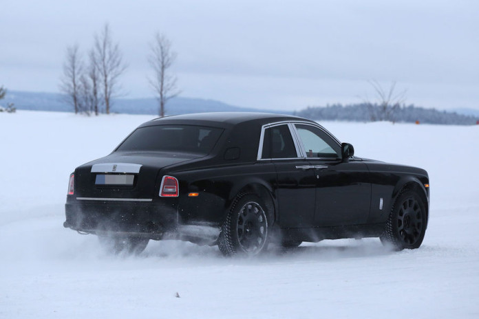 Rolls-Royce SUV spy photos (7)