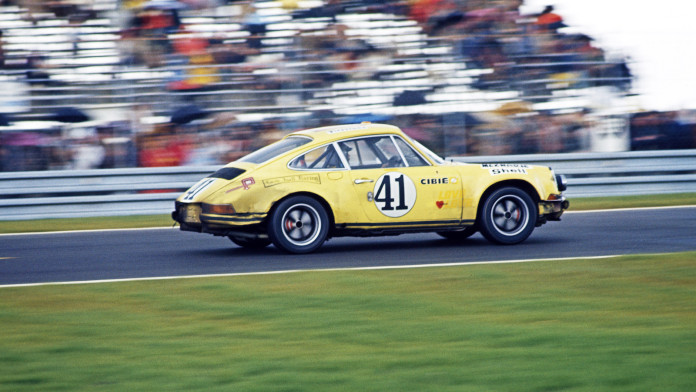 Porsche_911_2.5_s-t_restoration_05