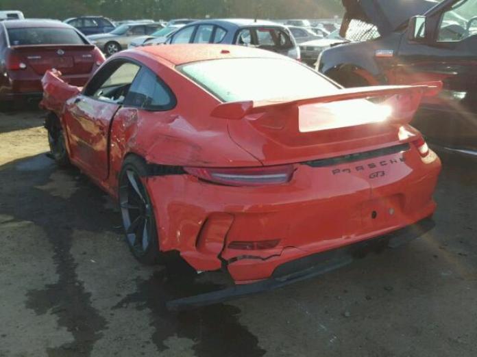 2016_Porsche_911_gt3_wrecked_03
