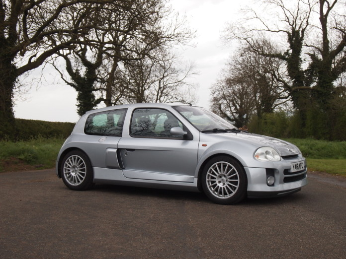 Renault Clio V6 2001 in auction (1)