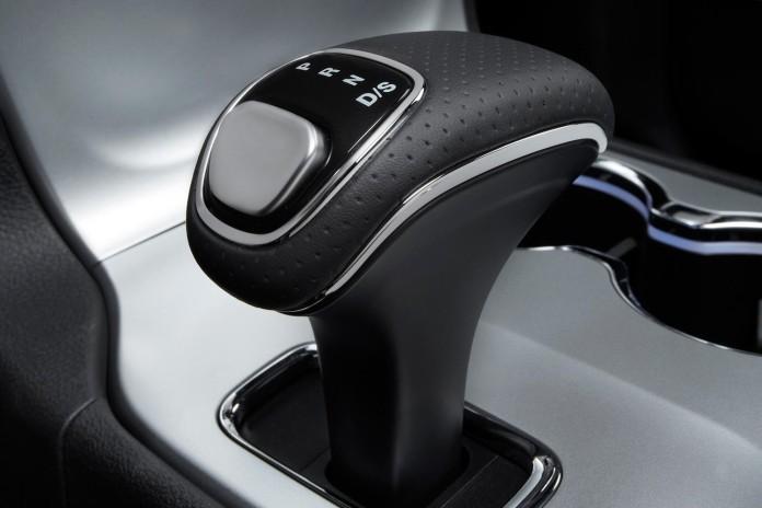 2014-jeep-grand-cherokee-srt-gear-shift-1500x1000