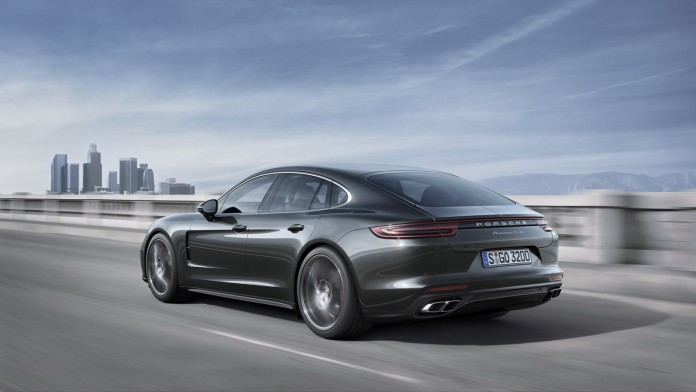 2017_Porsche_Panamera_44