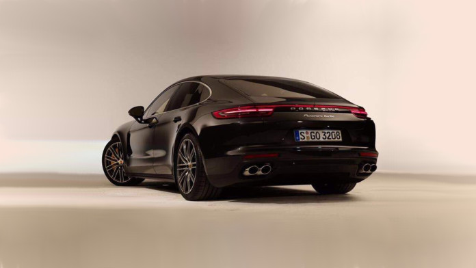 2017_Porsche_Panamera_leaked02