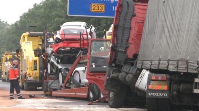 Porsche-Cayman-GT4-Crash