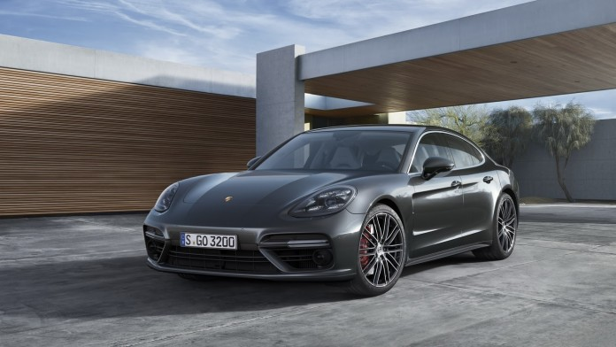 2017_Porsche_Panamera_49
