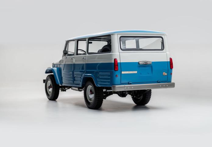 Toyota_Land_Cruiser_ FJ45LV_Capri_Blue_White FJ452