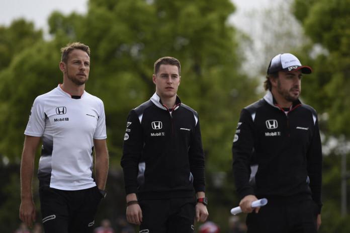 15.04.2016 - Free Practice 2, Jenson Button (GBR) McLaren Honda MP4-31, Stoffel Vandoorne (BEL) McLaren Test and Reserve Driver and Fernando Alonso (ESP) McLaren Honda MP4-31