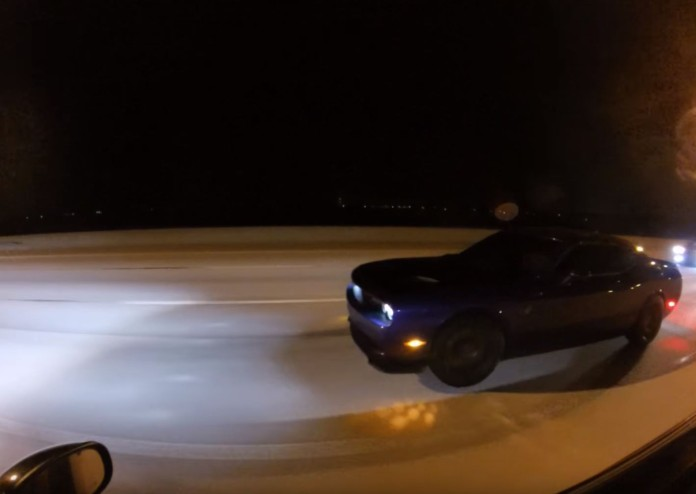 Chrysler 300 Vs Dodge Challenger SRT Hellcat