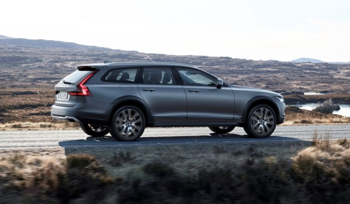 Volvo_V90_Cross_Country_26