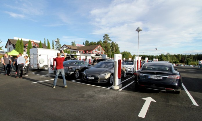 dc-fast-charging-site-in-nebbenes-norway-photo-norsk-elbilforening_100563992_l
