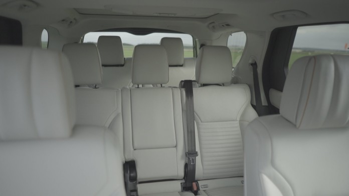 land-rover-discovery-intelligent-seat-fold-function