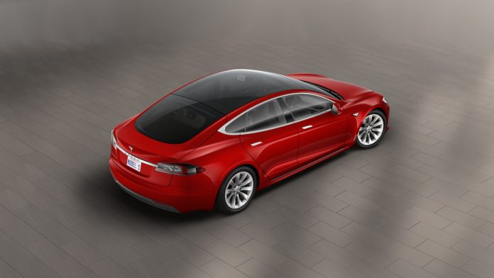 2016-tesla-model-s-with-glass-roof
