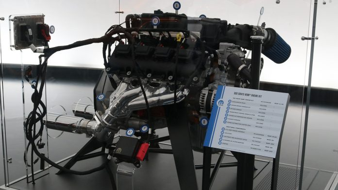 mopar-crate-engine-kit-2