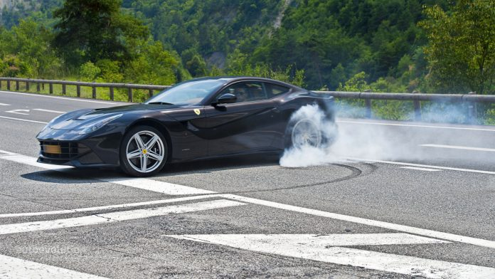 ferrari-f12-berlinetta-review-2013-1080p-3