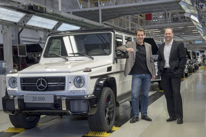 Produktionsrekord: Im Magna Steyr-Werk (Österreich) ist die 20.000 Mercedes-Benz G-Klasse vom Band gelaufen. Von links nach rechts: Dr. Gunnar Güthenke, Leiter Produktbereich Geländewagen bei Mercedes-Benz und Kurt Bachmaier, General Manager Business Unit G - Magna Steyr Fahrzeugtechnik, mit dem Rekordfahrzeug. // Production record: The 20,000th Mercedes-Benz G-Class has left the production line at the Magna Steyr plant in Austria. From left to right: Dr Gunnar Güthenke, head of the off-road product group at Mercedes-Benz, and Kurt Bachmaier, General Manager Business Unit G - Magna Steyr Fahrzeugtechnik, with the record-breaking vehicle. ; ;