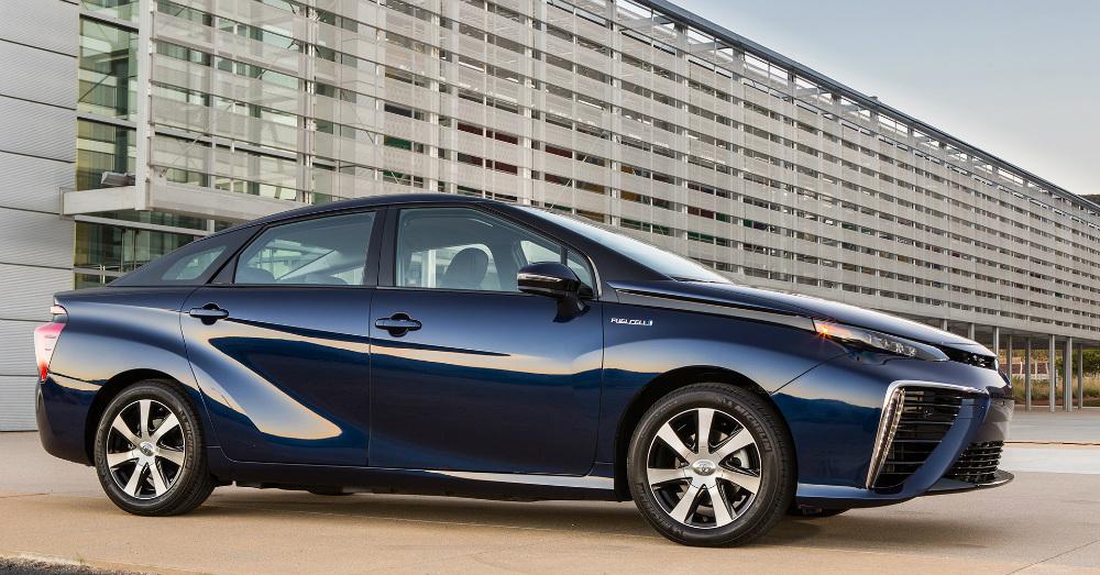 10.27.16 - 2017 Toyota Mirai