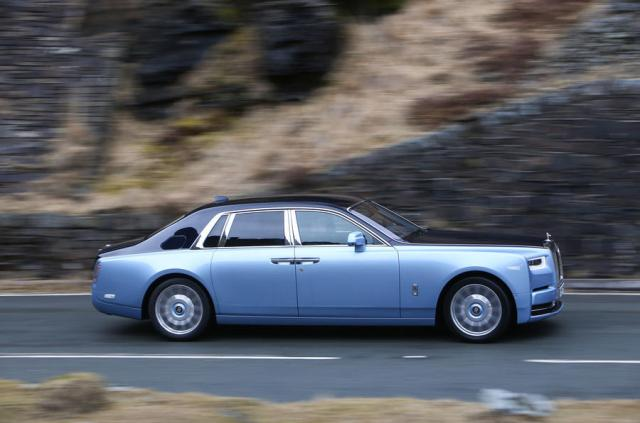 Rolls Royce Phantom 2018 review on the road side profile